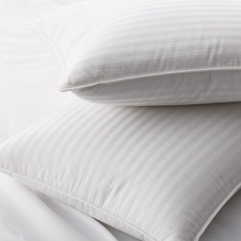 Cuscini in piuma d'oca bianca al 90% con tessuto a motivo damascato da 1 cm