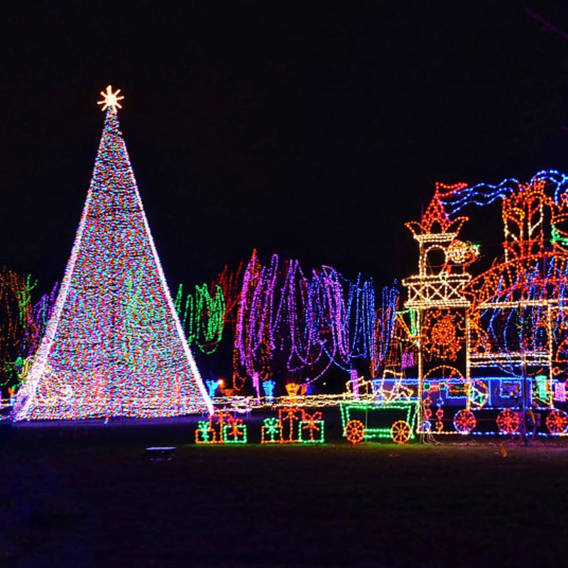 Le luci di Natale sono luci natalizie occidentali che le persone decorano sugli alberi di Natale.