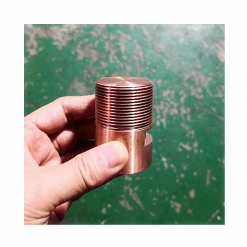 La parte di filettatura di uno stampo di soffiatura è la lavorazione di elettroerosione.