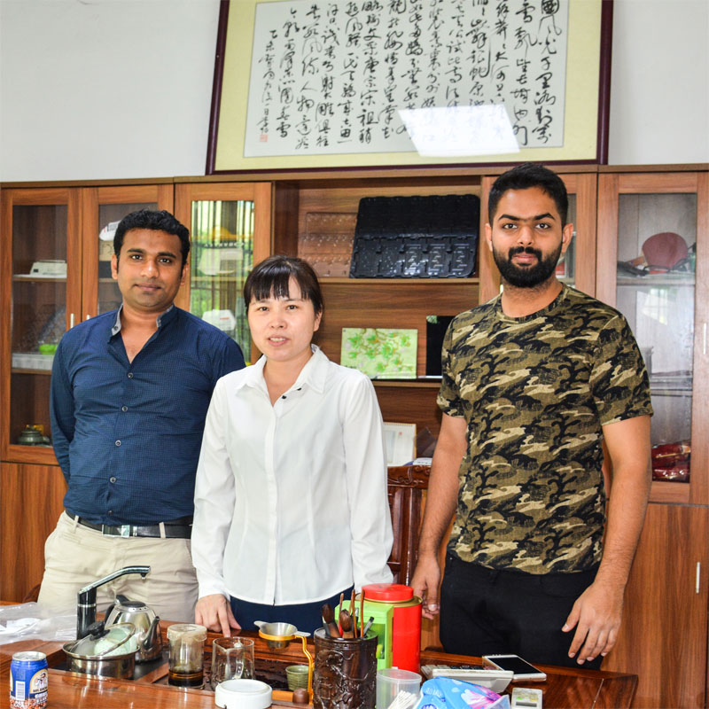 I clienti stranieri visitano Sunyo