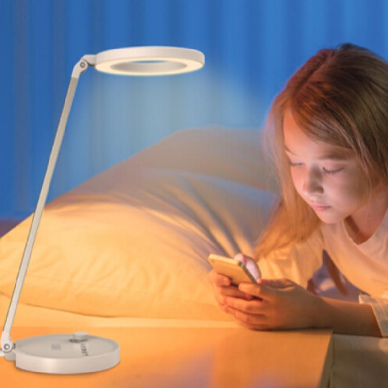 """[""""Come scegliere una lampada da scrivania a led per i tuoi bambini?""""]"""